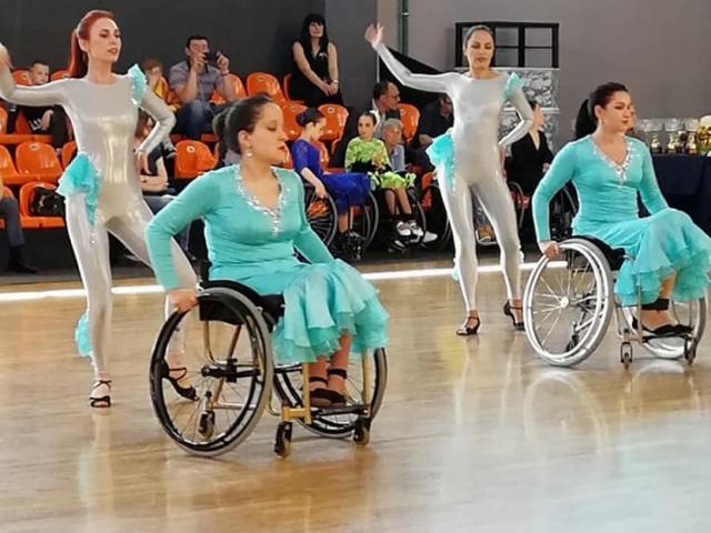 Открытые соревнования по танцам на колясках прошли 2 июня 2018 года