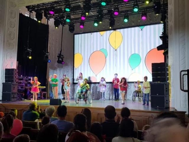 8 сентября в рамках празднования Дня города состоялся концерт, в котором наши ребята приняли участие с номером-визиткой
